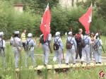 百名义工重走红军路