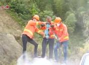 永定:巨石挡道影响交通公路部门联合清理保畅通