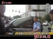 外卖摩托车十字路口被撞飞 送餐员受伤