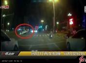 闯红灯两车相撞 司机受伤