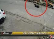 酒后駕駛客車撞倒路邊行人