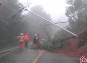 武平:景区道路塌方 公路部门抢修保畅通
