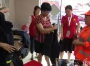 上杭:开展爱心雨衣送环卫工人活动