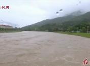 上杭:旧县河水超警戒水位1米 镇村干部紧急转移群众