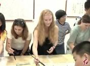 """国际大学生:笔墨为""""媒""""促进中外文化交流"""