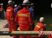 面包车夜间撞断护栏掉入河中 上杭消防紧急救援