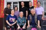"""刘亚楼上将之子刘煜奋夫妇在福建武平看望百岁""""五老人员""""刘秋金"""