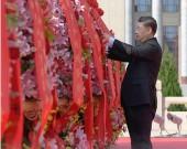 今天鲜花献给英烈 以法之名敬英烈 总书记念兹在兹