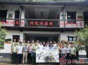 闽西文艺轻骑兵书法家、美术家小分队到上杭县古田消防中队创作