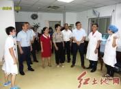 龙岩市新罗区到龙岩人民医院开展医师节慰问活动