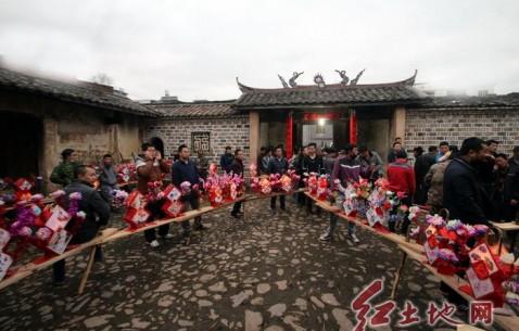 连城县四堡双泉村民游龙灯闹新春