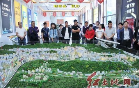 新疆昌吉州呼圖壁縣客人到龍巖廣電中心考察